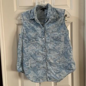 Signature Studio Chambray floral Button Snap Top S